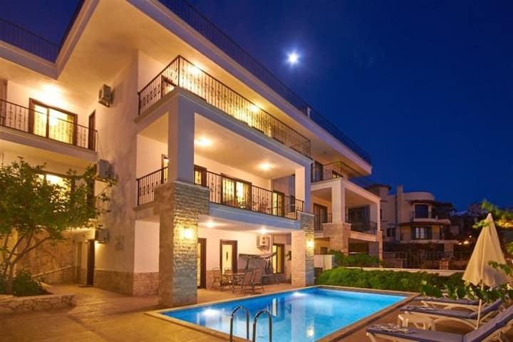 Villa ceren deniz manzarali özel havuzlu