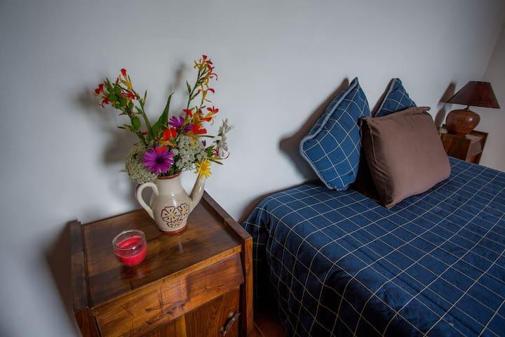 Caldeira Guesthouse - Quarto Belo