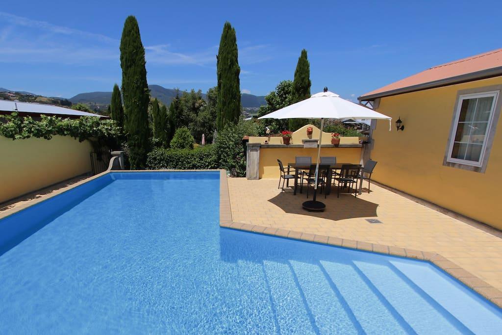 Large Swimming Pool (seasonal)