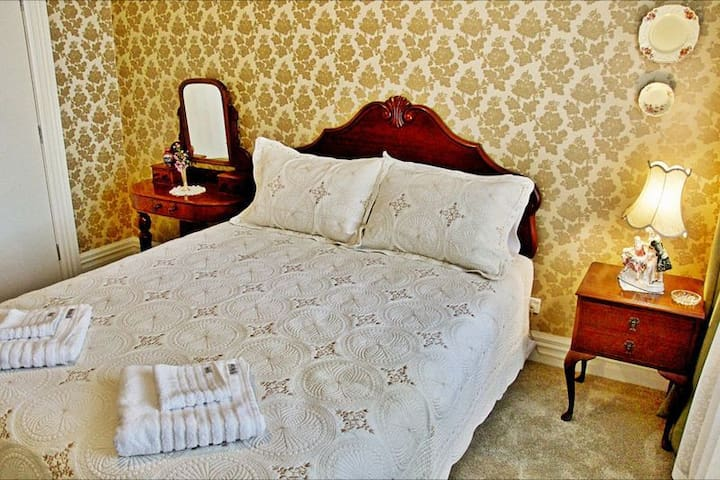 Queen Hotel Room