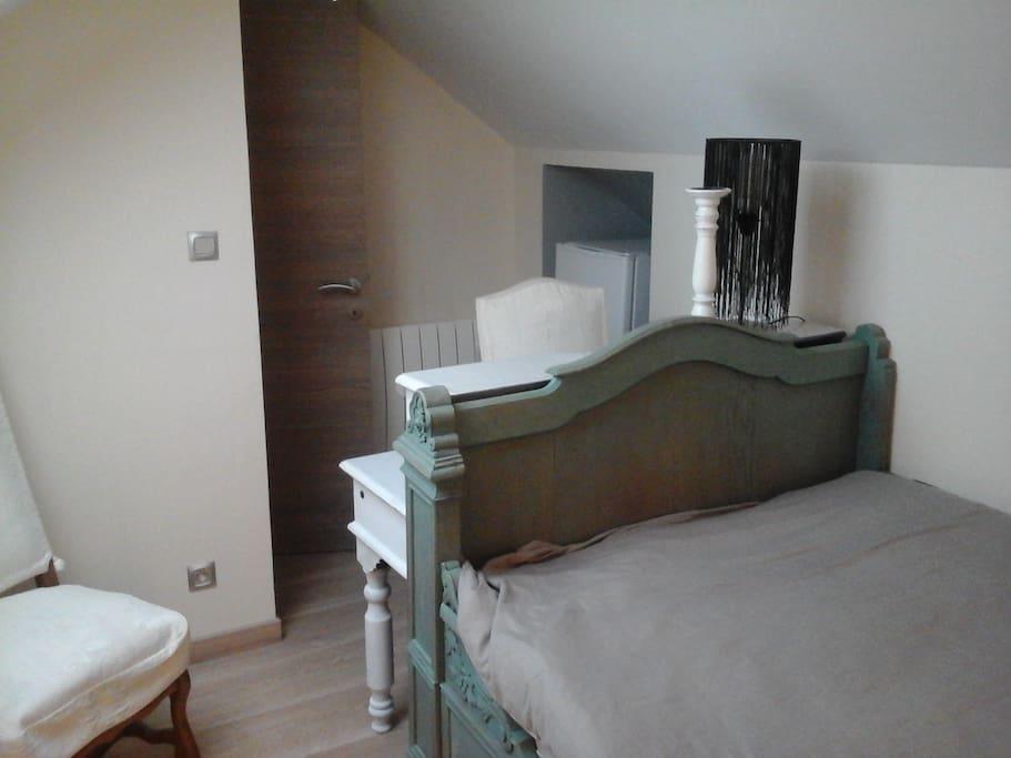 belle chambre avec salle de bain wc s par e maisons louer bruay sur l 39 escaut hauts de. Black Bedroom Furniture Sets. Home Design Ideas