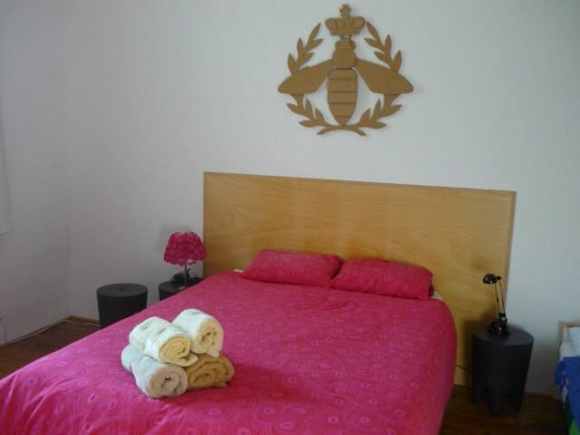 la maison du TOURNIQUET, chambre ABEILLE