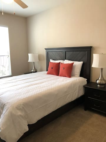 Luxury Greenway/Upper Kirby Apartment
