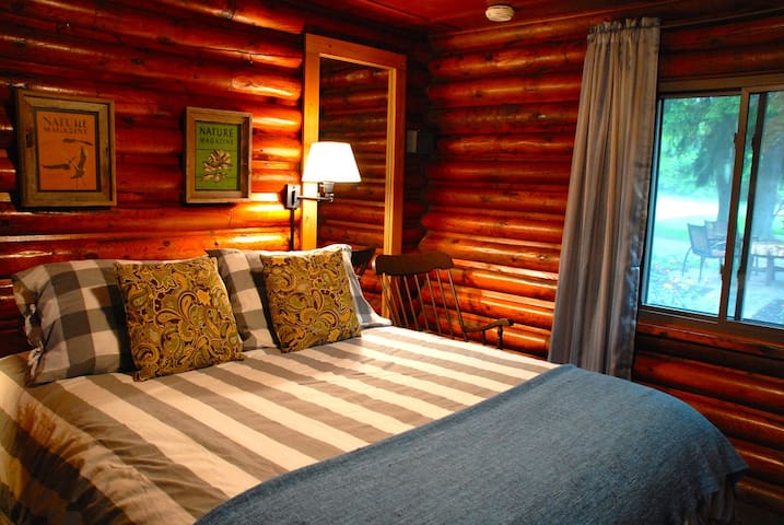 The Amble Inn - Modern comfort, rustic charm - Fennville - Bed & Breakfast
