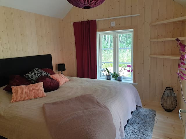 Sovrummet med dubbelsäng