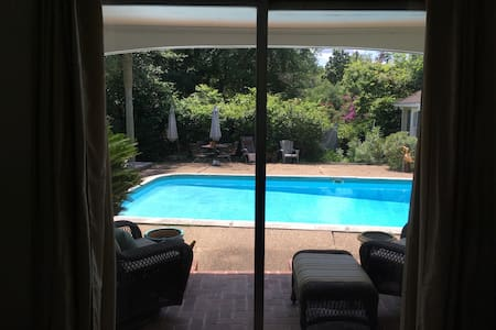 Cheerful and cozy pool-side room - Lafayette - Apartment