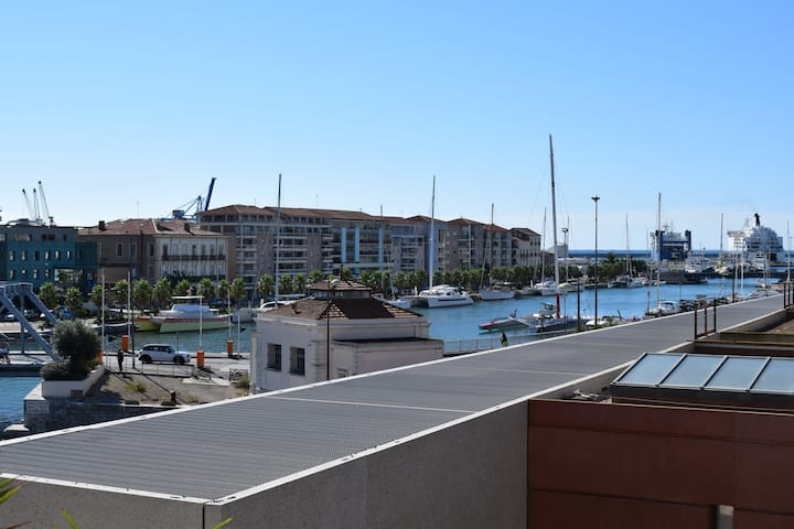 Loft 120m2, south balcony view canals and sea