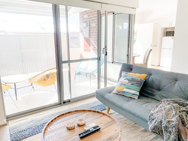 Isolation Ready.  Sanitised. Grocery Delivery. Super Comfy Tree Views.  Minutes to Swan Valley + Airport + DFO. Free WIFI + Parking