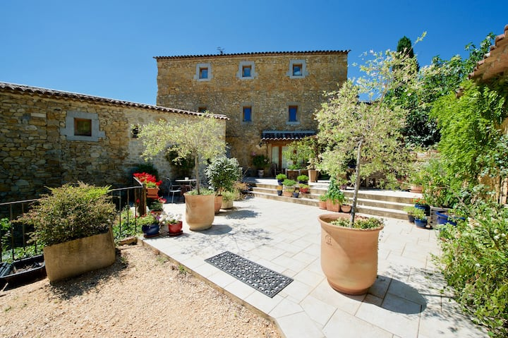 La Confiserie, comfortable gite with roof terrasse