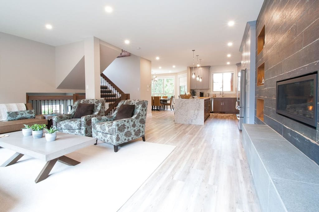 """""""Our family (incl 6YO & 4YO) was overwhelmed by how amazing this unit was. Hands down the best place we have ever rented. It's a home away from home with all the extras we could dream of."""" - Katie, North Vancouver, Canada"""