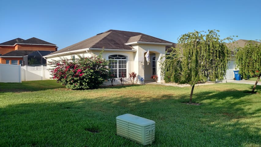 Home in quiet community - Lake Alfred