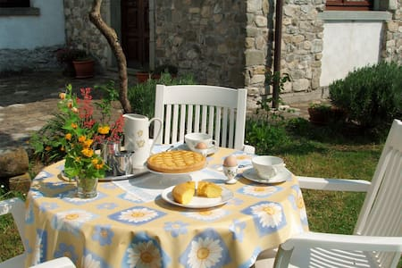 North Tuscany Hilltop village house with panorama - Olivola - Σπίτι
