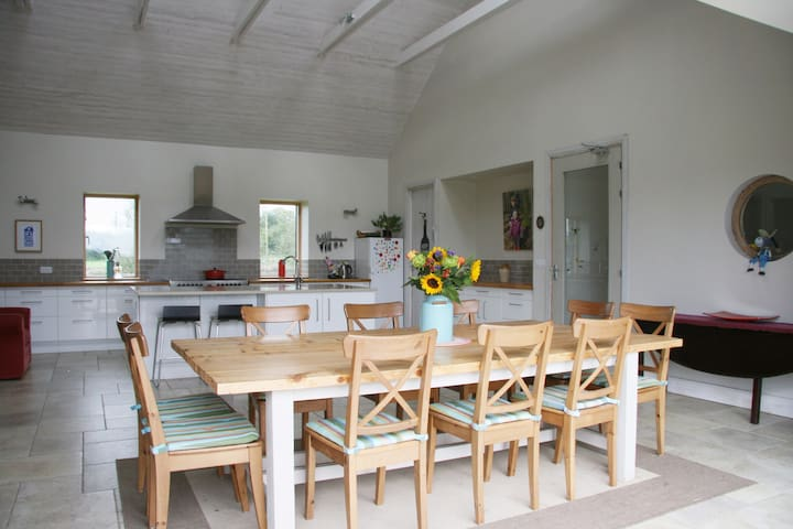 Spacious home made for gatherings-Heart of Ireland