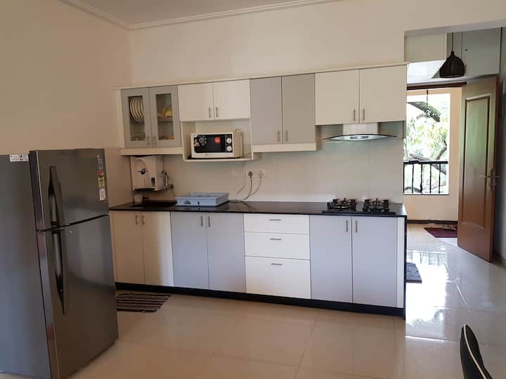 Beautiful Modern Fully Furnished 1 Bedroom Aptment