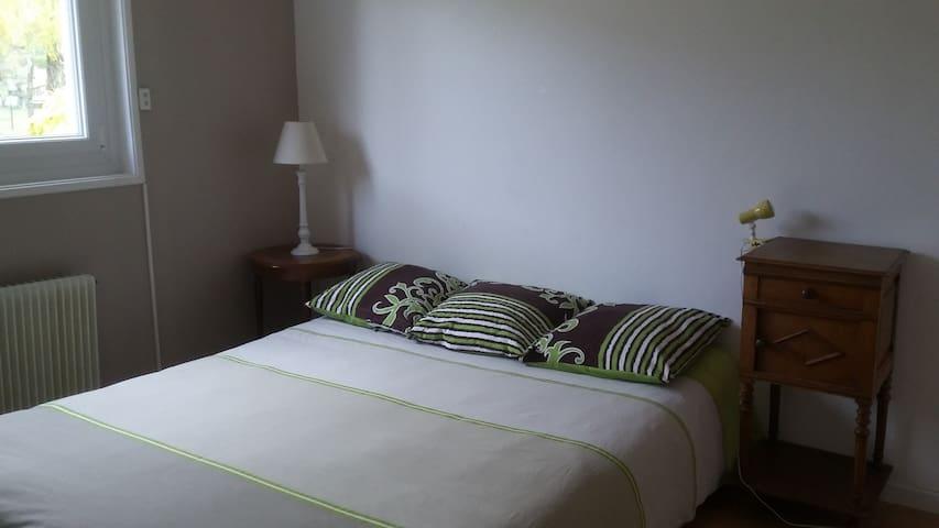 Chambre  avec salle de bain  chez particulier - Saint-Maurice-de-Gourdans