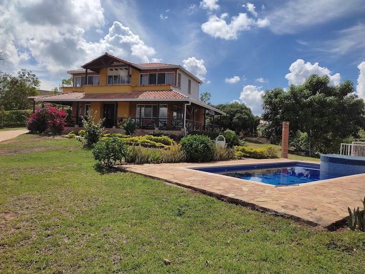 casa campestre vereda Acapulco parcelación Monterr