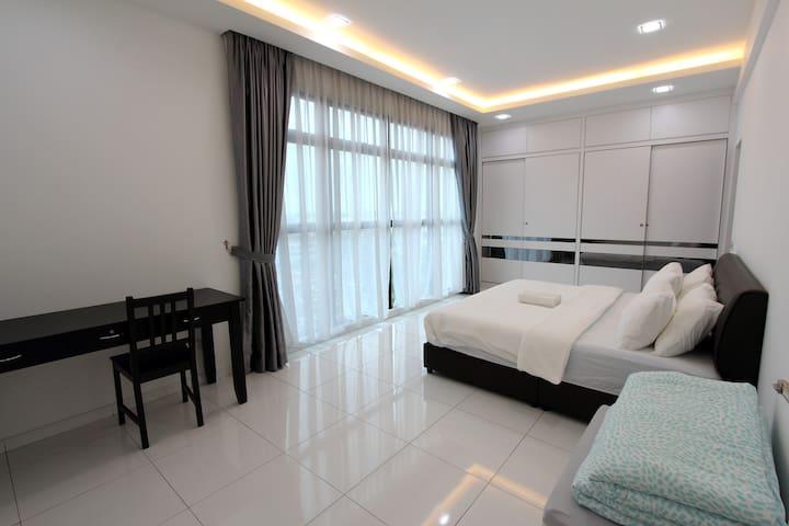 Spacious en-suite master room