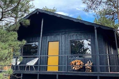Cozy Vintage Cabin in Florissant Colorado