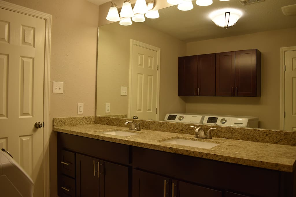 Clean bathroom with toiletries and towels included!
