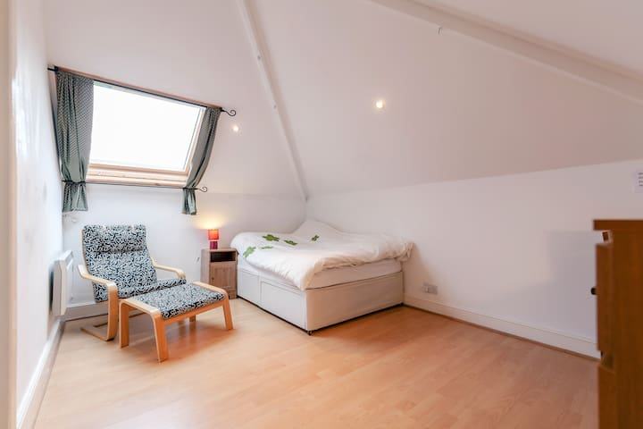 Lovely room in Brixton Hill, SW2 - London - Lejlighed