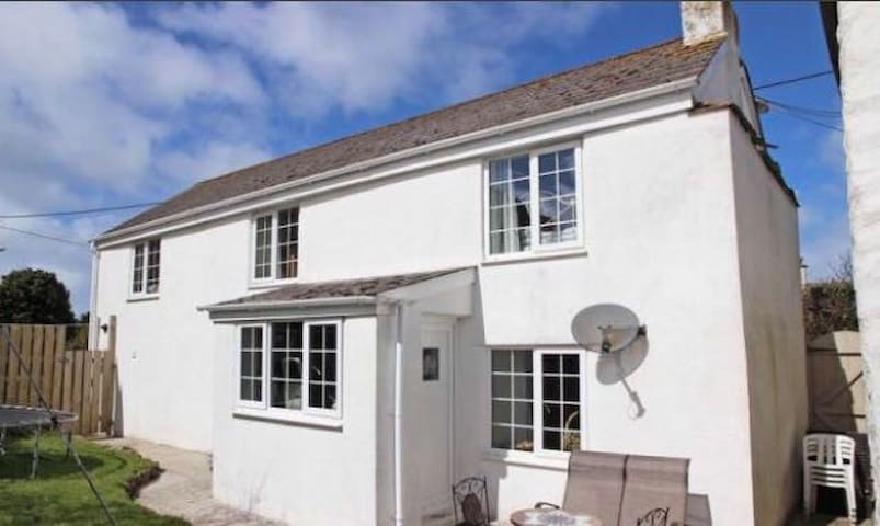 Little Bull Cottage, Close to Newquay's Beaches