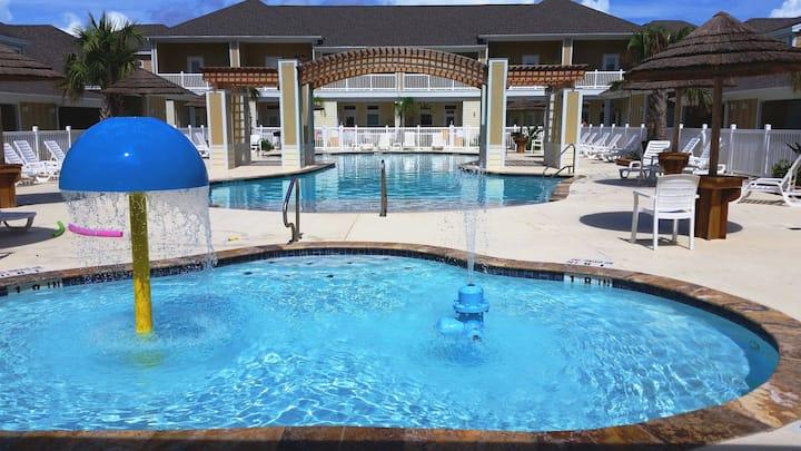 New 1b/1b for 6! Heated pools! Beach! Netflix!