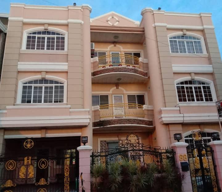 Chelsie's Guest House & Car Rental, Laoag City.