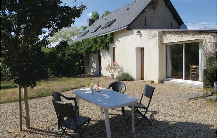 Holiday cottage with 3 bedrooms on 180 m² in Le Louroux-Beconnais