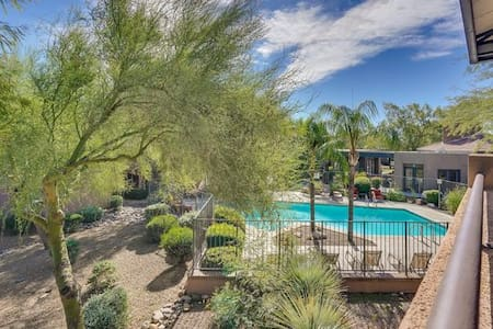 Ventana Canyon Condo with Pool View