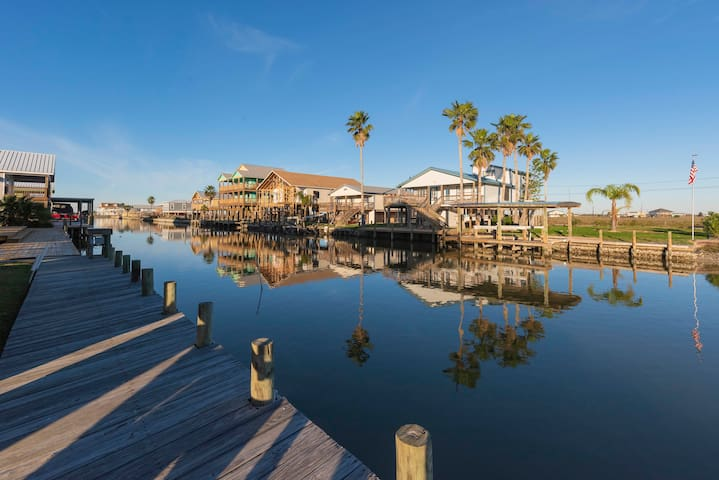 Enjoy bird watching and fishing from the canal