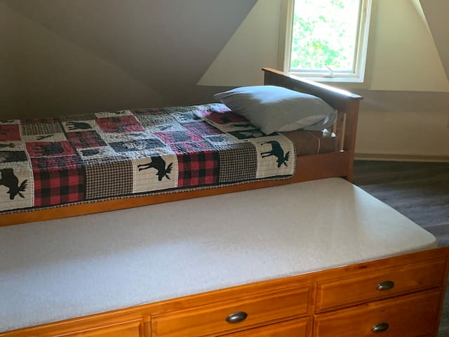 Twin trundle bed in upper loft