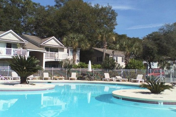 A!3  Pool view, easy access MGR American Dream