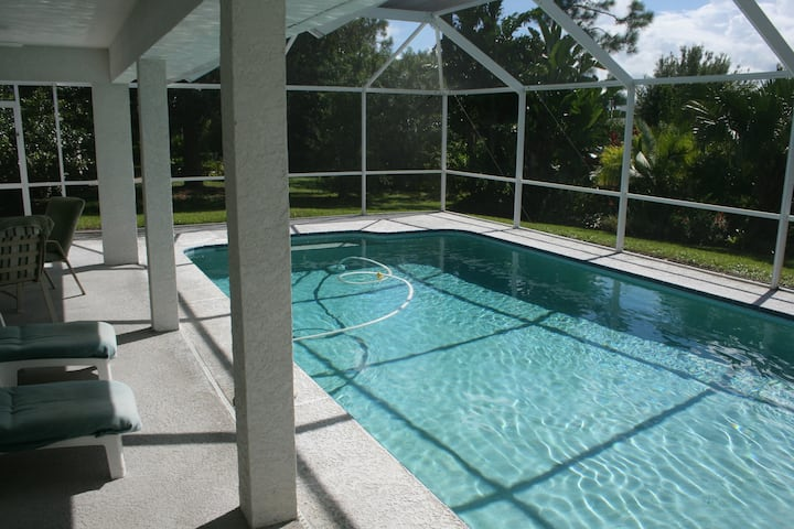 PSL Private 3-Bedroom Screened-In Pool House!
