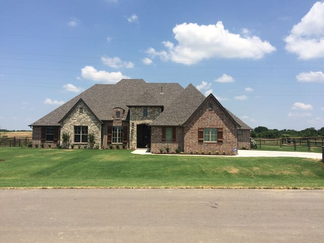 Cozy Castle - 10 miles from downtown Tulsa - Owasso - Casa