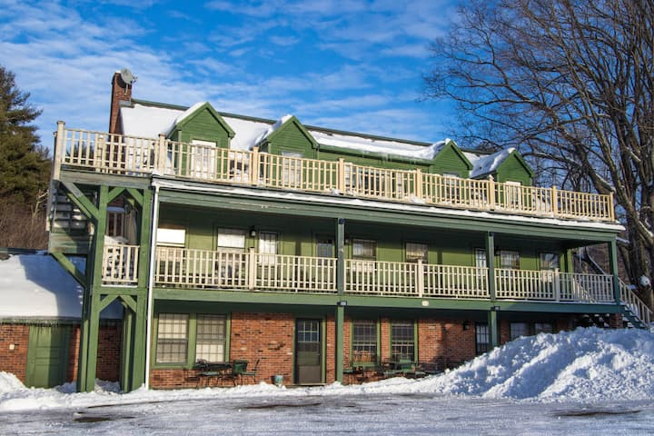 MANCHESTER VT 6 bedroom/7 bath seasonal ski home!