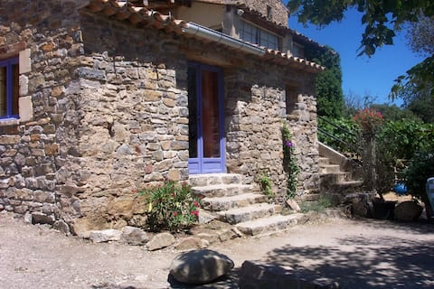 The almond trees, charming gîte-studio in the Gard