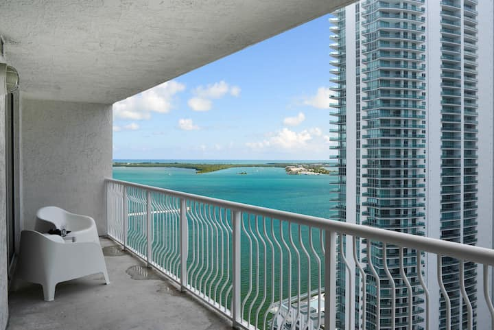 *Brickell Apartment with POOL and great amenities*