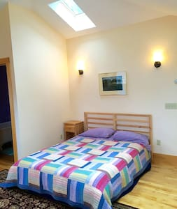 Bright studio with private entrance - Northampton - Wohnung