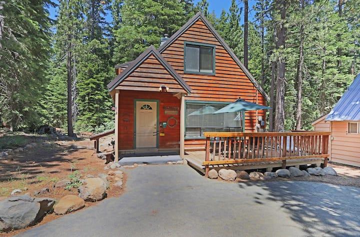 Balsam House - 3BR, 2ba - Walk to Lake!