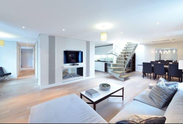 Experience a £1.2 million PENTHOUSE- Croydon