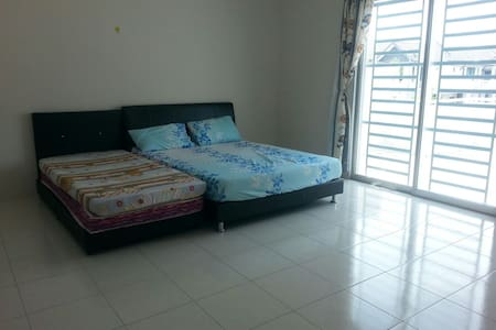 Homestay/ Temporary rent - Sitiawan