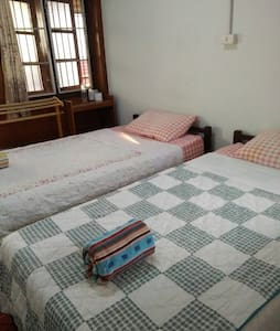 CozyBed+Fan+HotShower+FreeWifi+Kitchen+Quiet Area - Tambon Nai Mueang