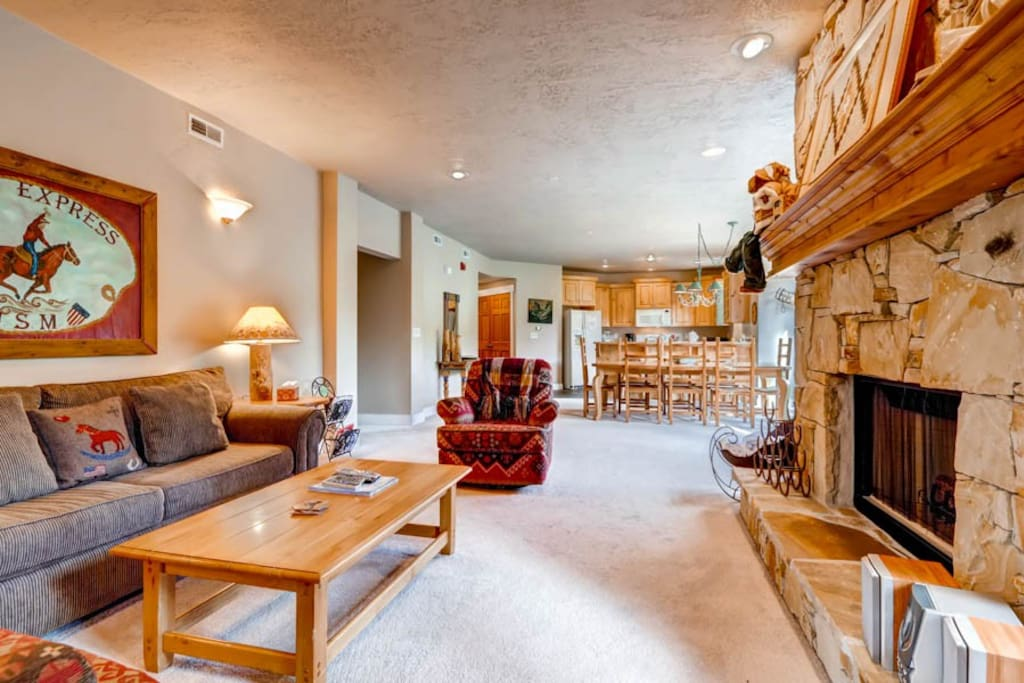 Town Pointe #201A Living Area