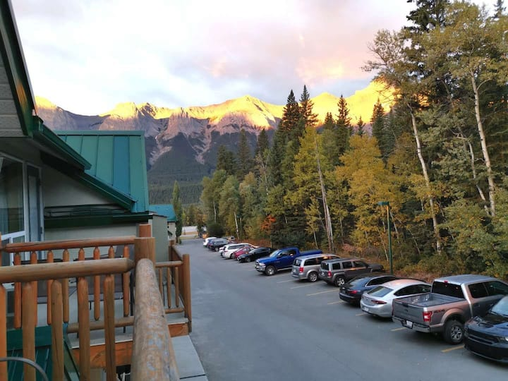 ❤Your Ski Base by Banff, Mt View, 2BR, Pvt Access