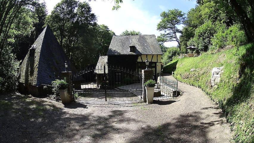 Remise einer historischen Wassermühle im Hunsrück - Morbach - Byt