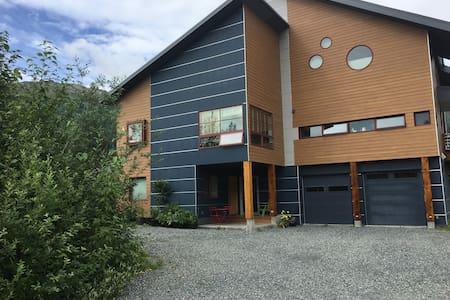 Girdwood Glacier View Architectural Dream