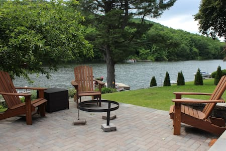 Sweet Dotti's Cottage - Candlewood Lake (60m NYC) - New Fairfield - House