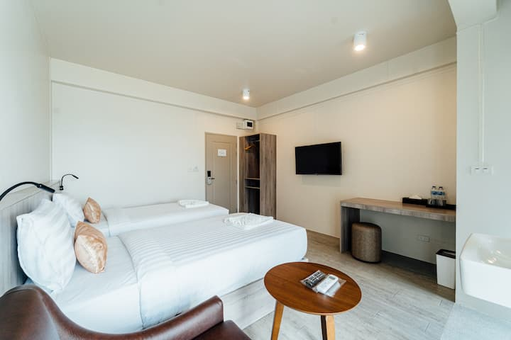 Ang Pao Hotel - Peach Deluxe (Twin Beds)