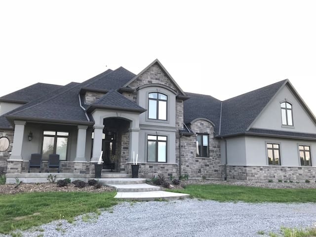 Niagara Falls Country Estate Home on 70 acres