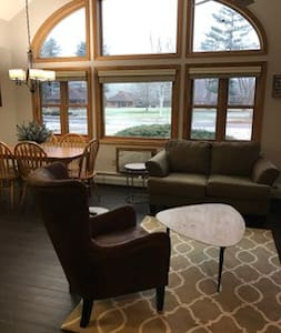 Amazing 3 Bd Condo Lincoln Woodstock Waterville!!!